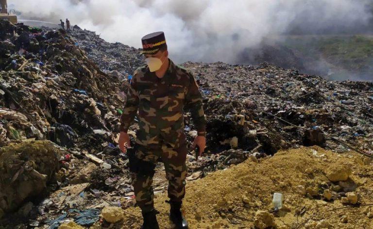 Director de Comipol supervisa incendio en vertedero de Haina
